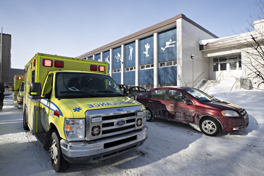 Le gymnase de l'école a été évacué, mais... (Photo Patrick Sanfaçon, La Presse)
