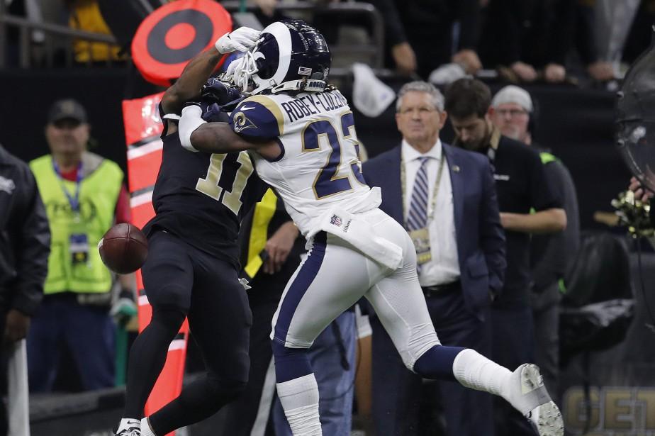 Une mauvaise décision des arbitres, sur une obstruction... (Photo Carolyn Kaster, Associated Press)