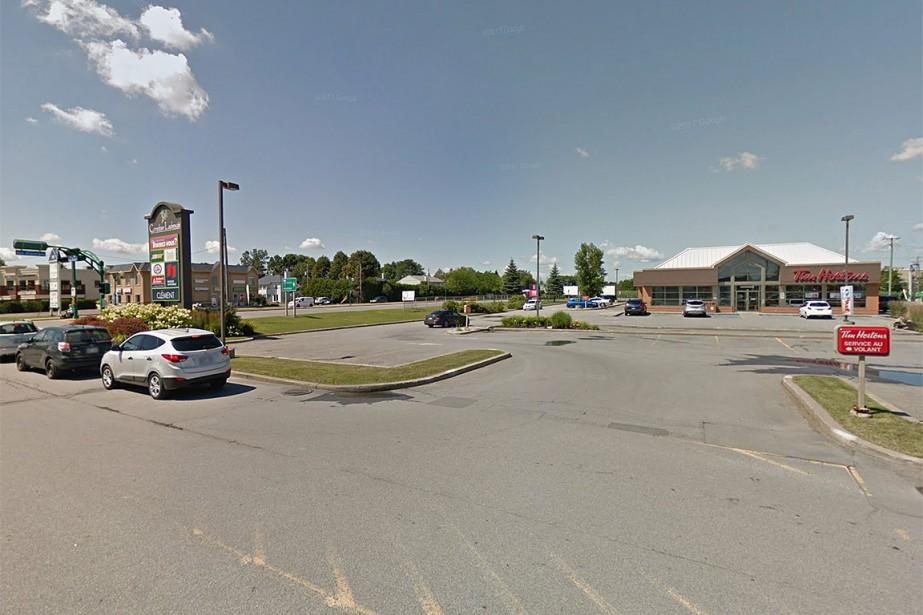 Un porte-documents oublié sur une poubelle a... (Photo tirée de maps.google.ca)