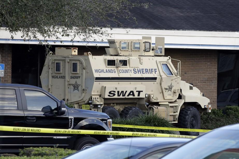Une équipe de l'unité spécialisée SWAT a été... (PHOTO AP)