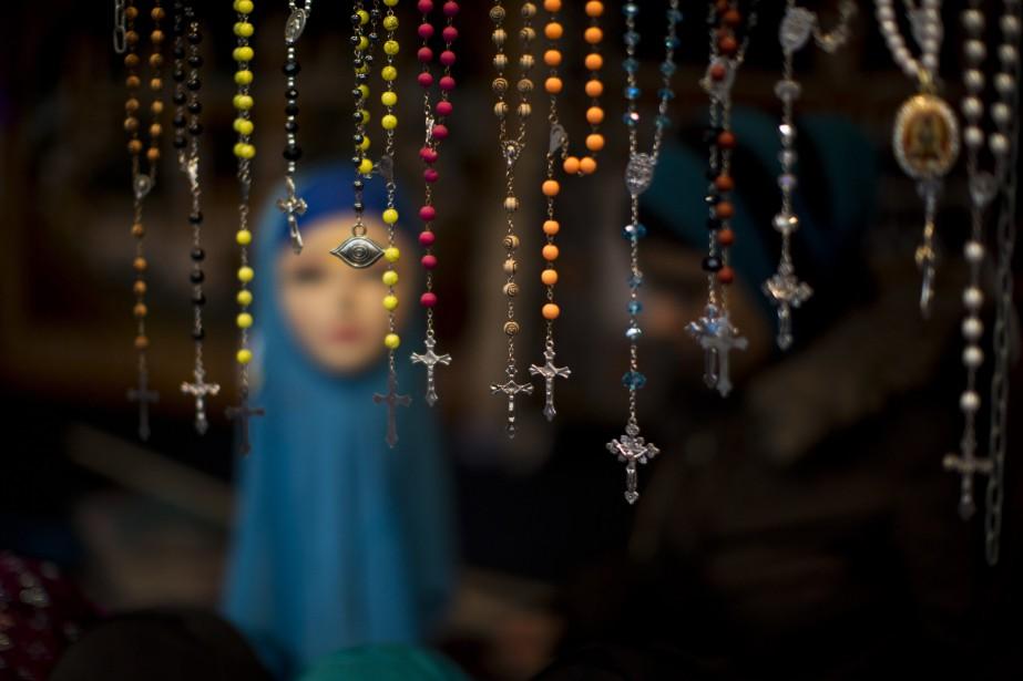 Le PQ prône l'interdiction des signes religieux pour... (ARCHIVES AP)