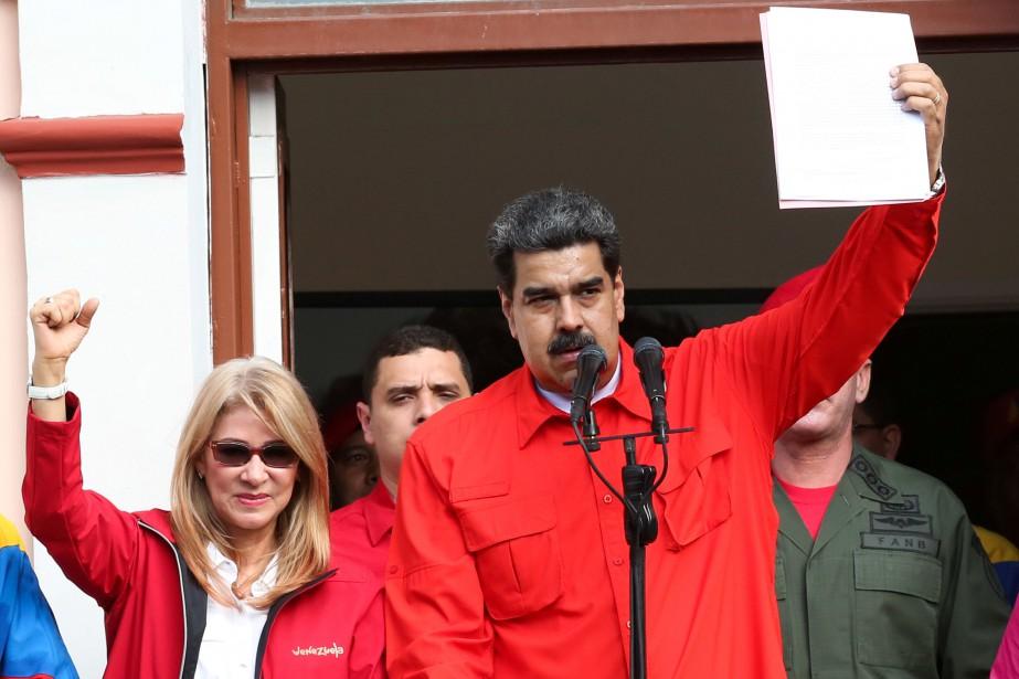 Le président du Vénézuela Nicolas Maduro aux côtés... (Photo REUTERS)