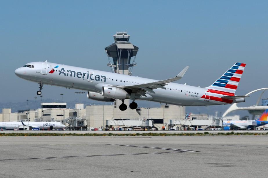 Un Airbus A321-200 d'American Airlines s'envole de l'aéroport... (Photo Mike Blake, archives REUTERS)
