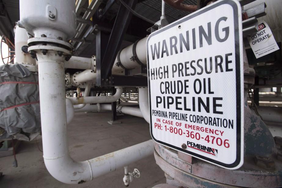 La saturation du réseau de pipelines dans l'Ouest... (Photo Jonathan Hayward, archives La Presse canadienne)