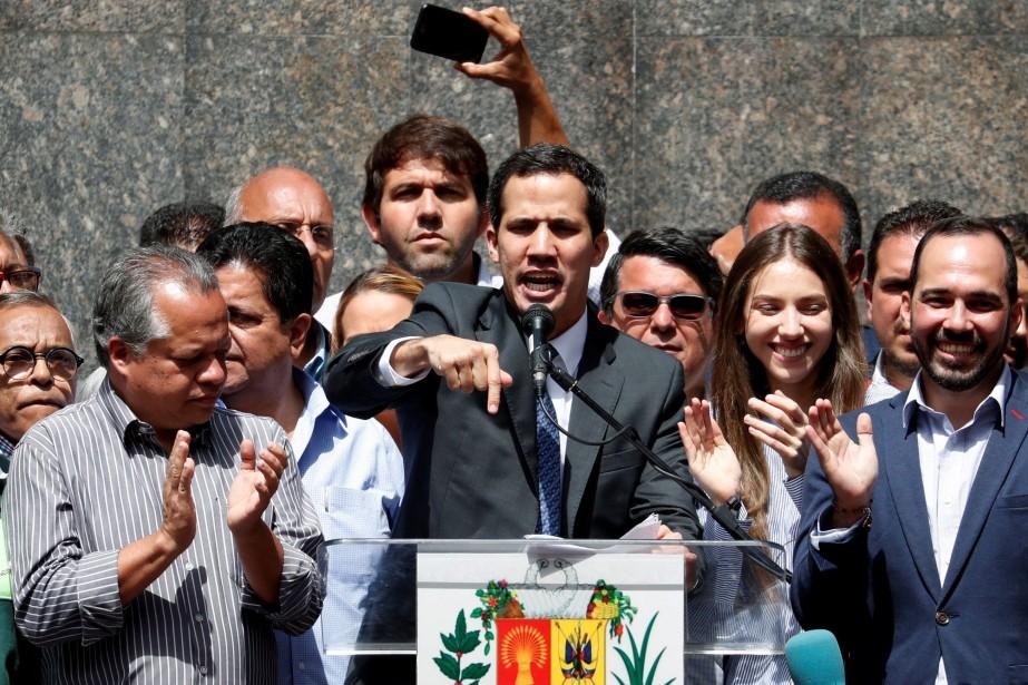 Juan Guaido livrant un discours à Caracas, vendredi.... (Photo CARLOS GARCIA RAWLINS, REUTERS)