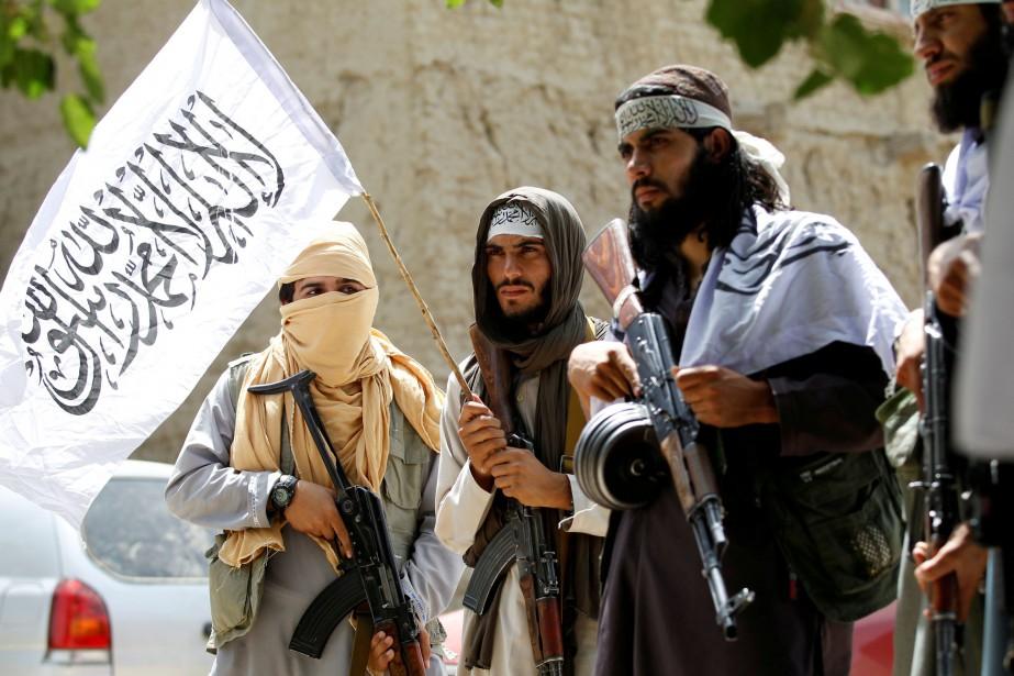 Des membres du mouvement taliban lors d'un cessez-le-feu... (Photo Parwiz Parwiz, archives REUTERS)