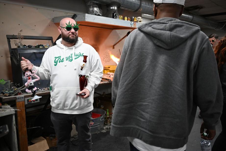 Gene Grozovskiy, le fondateur de Green Tours, lors... (Photo ROBYN BECK, AFP)