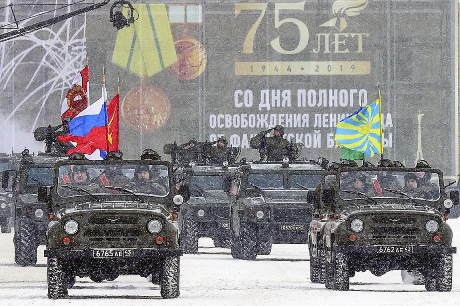 Un défilé militaire a été organisé à Saint-Pétersbourg... (Photo OLGA MALTSEVA, Agence France-Presse)