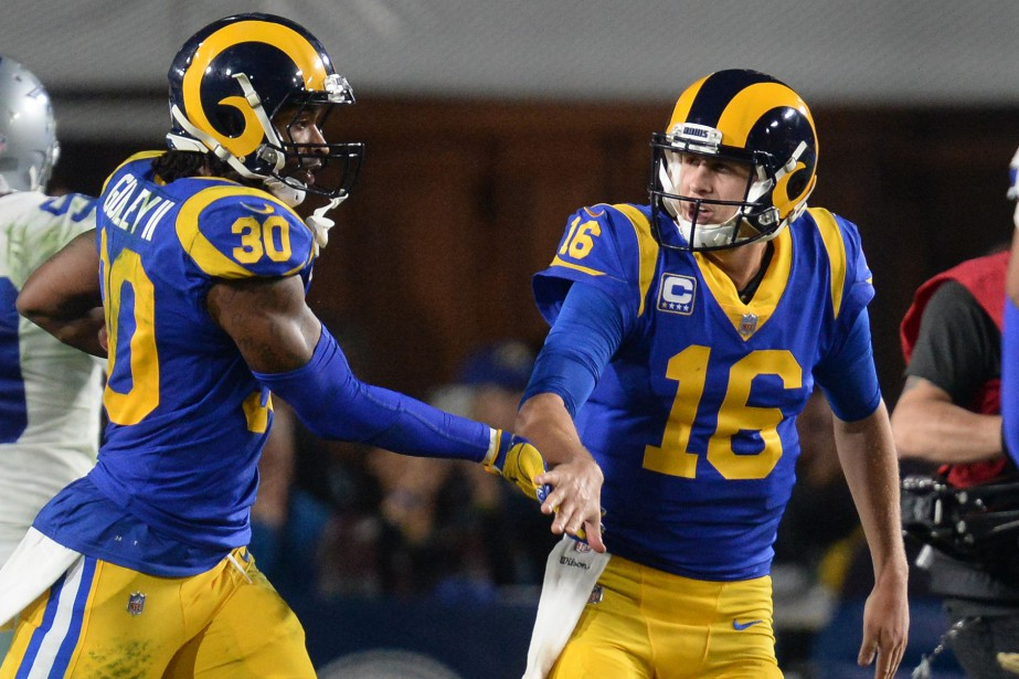 Todd Gurley (30) et Jared Goff (16), des... (Photo Gary A. Vasquez, archives USA TODAY Sports)