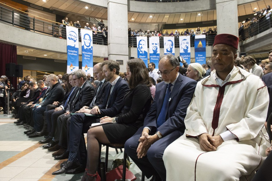 Plusieurs politiciens et membres de la communauté musulmane... (Photo Jacques Boissinot, La Presse canadienne)
