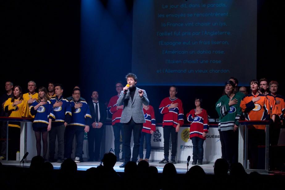 Le chanteur Stéphane Archambault entonne l'hymne officiel de... (Photo fournie par la LNI)