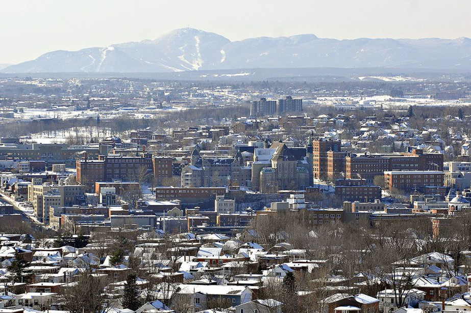 Vue sur la ville de Sherbrooke... (Photo Jocelyn Riendeau, archives La Presse)