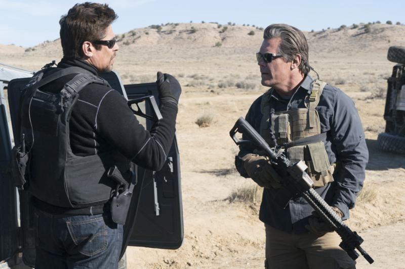 Benicio Del Toro et Josh Brolin dans Sicario:... (Photo fournie par Columbia Pictures)