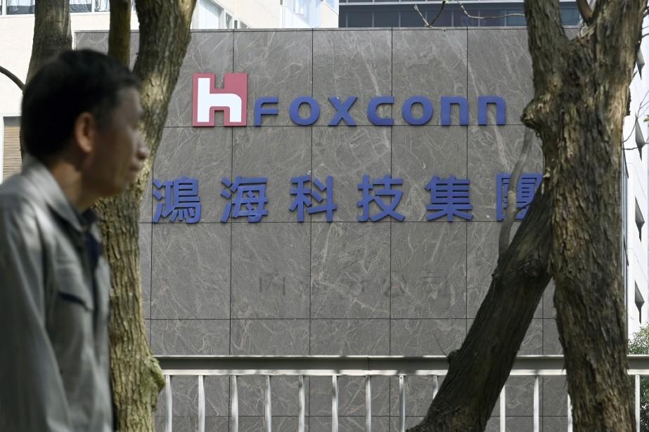 Jeudi pourtant, Foxconn avait annoncé qu'il réévaluait le... (Photo SAM YEH, AGENCE FRANCE-PRESSE)