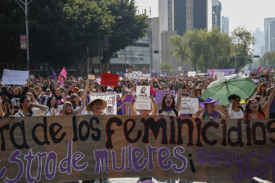 Des milliers de femmes ont manifesté samedi à... (Photo Anthony Vazquez, AP)