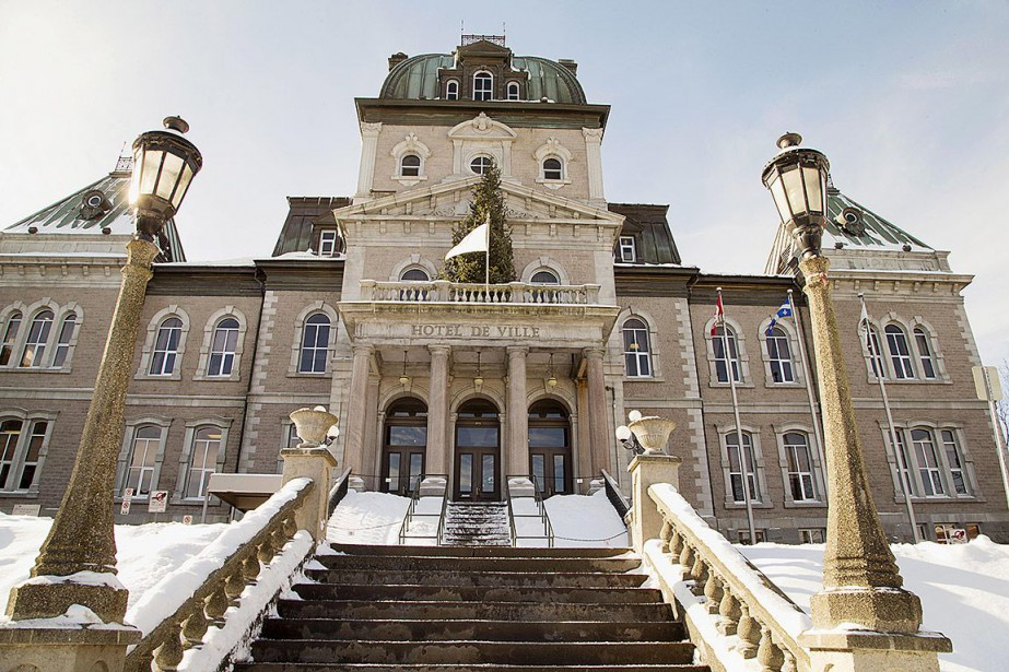 Des députés libéraux de l'Assemblée... (L'hôtel de ville de Sherbrooke)