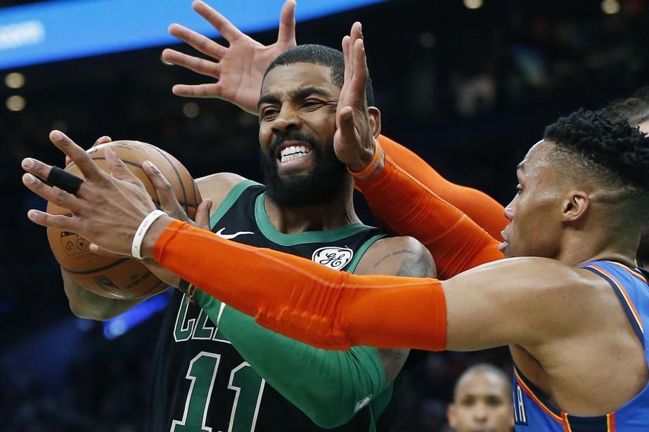 Le joueur des Celtics Kyrie Irving tente de... (Photo MichaelDwyer, AP)