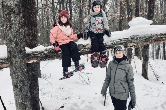 Geneviève Hénault avec ses deux enfants, Léa-Rose et... (Photo fournie par Geneviève Hénault)