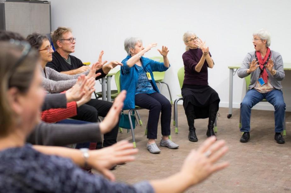 Atelier de danse-thérapie dirigé par la danse-thérapeute Zuzana... (Photo Olivier PontBriand, La Presse)