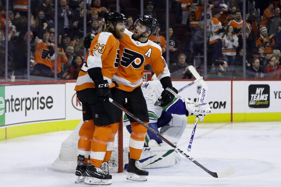 Carter Hart a fait 41 arrêts et les Flyers de Philadelphie ont... (PHOTO AP)