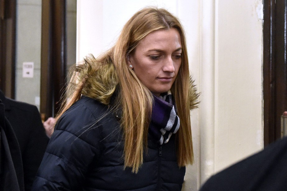 Petra Kvitova à sa sortie du tribunal régional... (Photo Vaclav Salek, Associated Press)