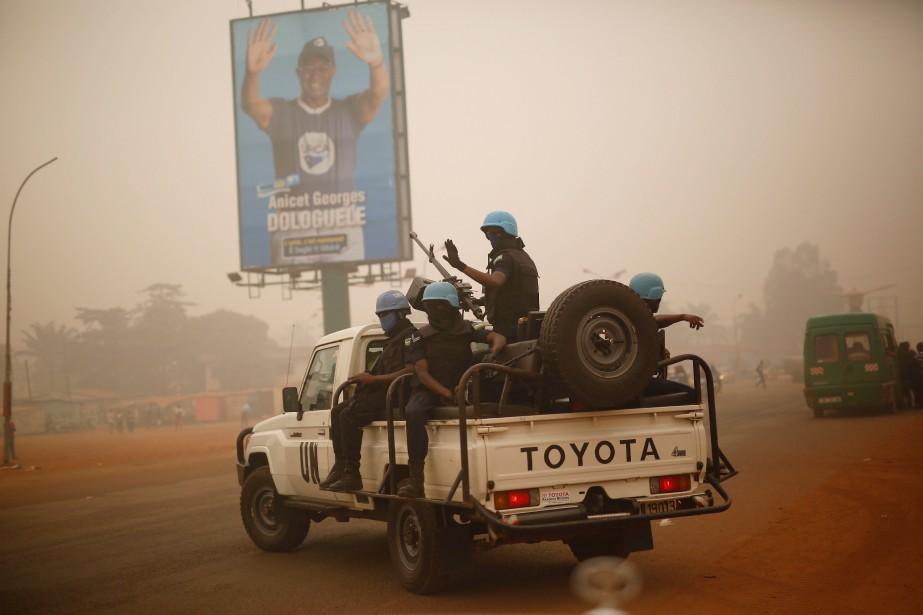 Une patrouille de l'ONU à Bangui... (Photo Jerome Delay, archives Associated Press)