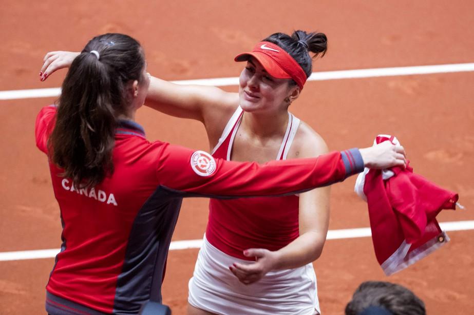 Bianca Andreescu a procuré un coussin de 3-0... (Photo KOEN SUYK, Agence France-Presse)