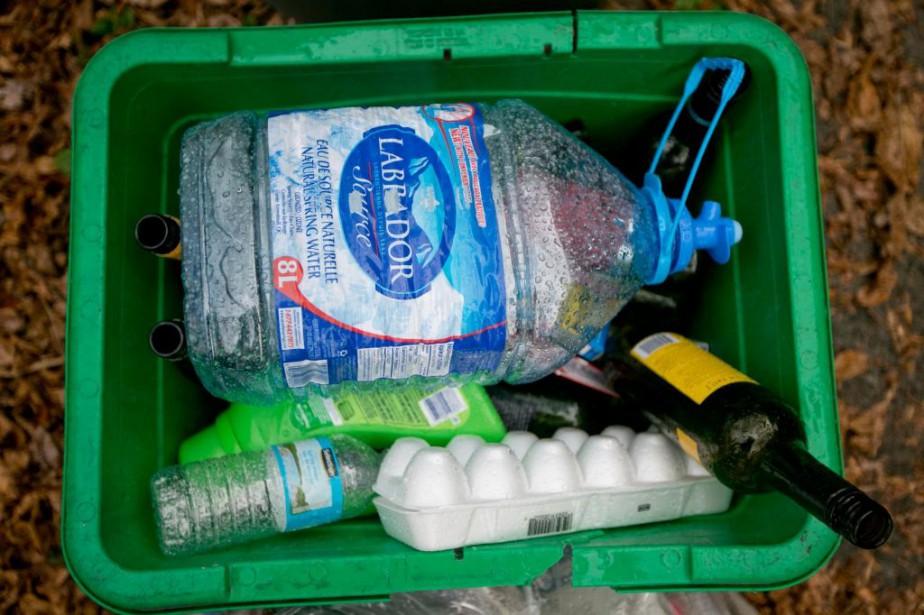 On a beau avoir abandonné les bouteilles d'eau... (PHOTO DAVID BOILY, ARCHIVES LA PRESSE)