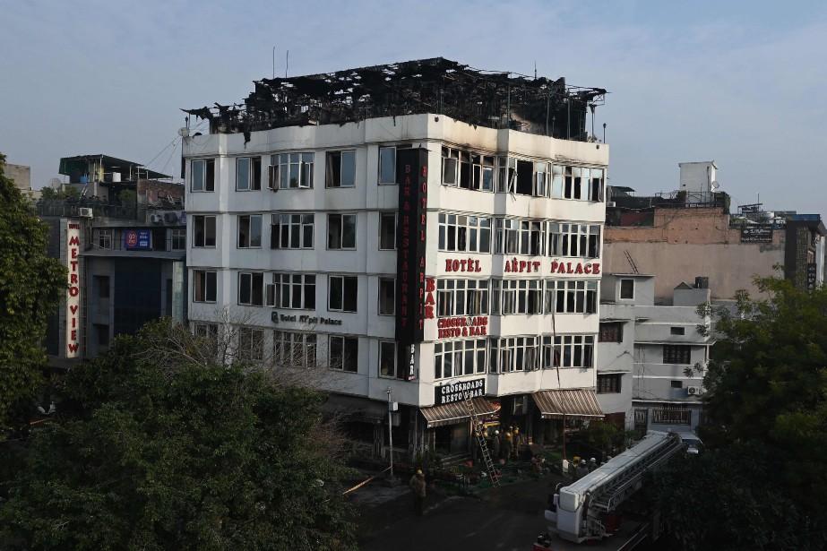 Le feu s'est déclaré à l'hôtel Hotel Arpit... (PHOTO AFP)