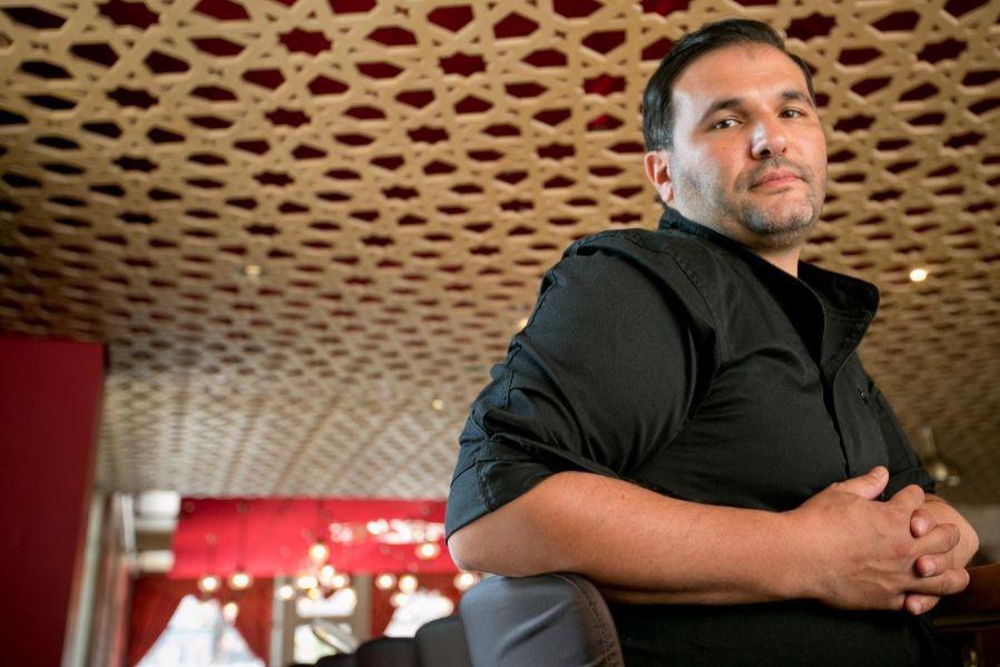 Fuad Alnirabie, chef et copropriétairedu restaurant Damas... (Photo David Boily, Archives La Presse)