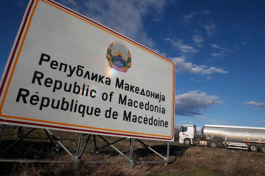 Les deux pays ont signé en juin l'accord... (Photo Boris Grdanoski, Associated Press)