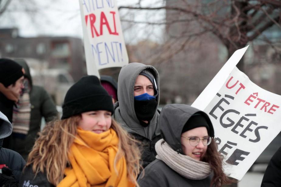 Manifestation pour la rémunération des stages, mardi, devant... (Photo Martin Chamberland, archives La Presse)