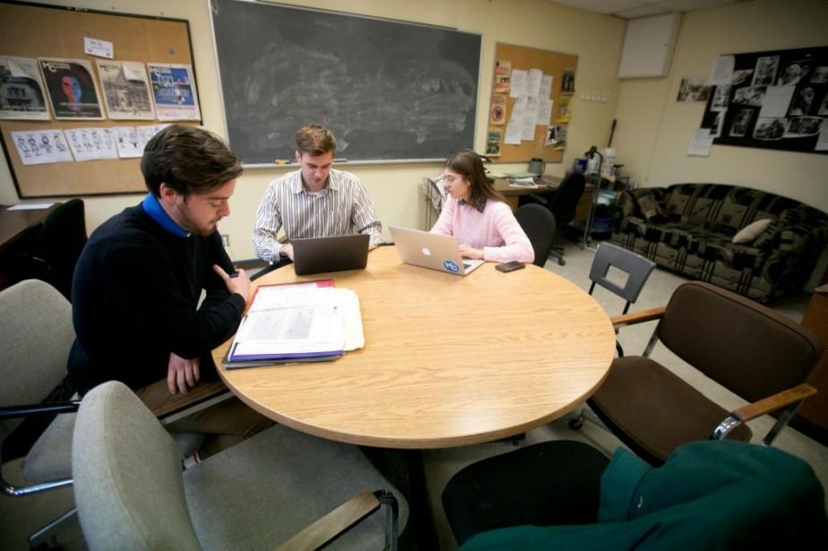 Des membres de l'équipe du Montréal Campus travaillent... (Photo François Roy, La Presse)