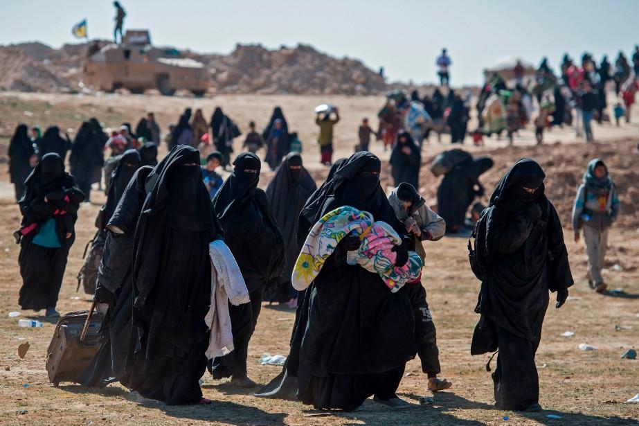 Des centaines de personnes, principalement des familles de... (Photo FADEL SENNA, Agence France-Presse)