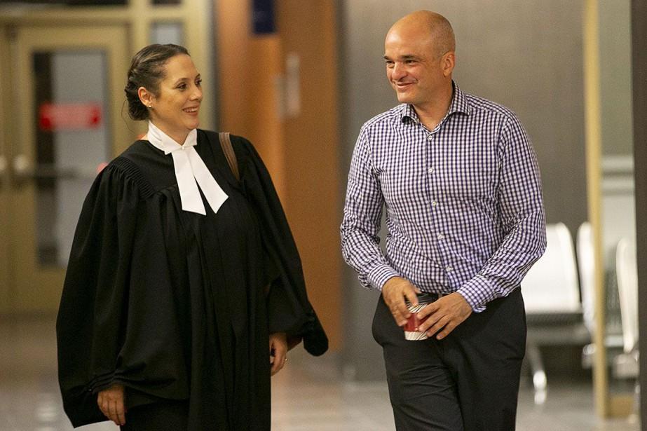 Stéphane Roy et une avocate, photographiés en juillet... (Photo David Boily, archives La Presse)