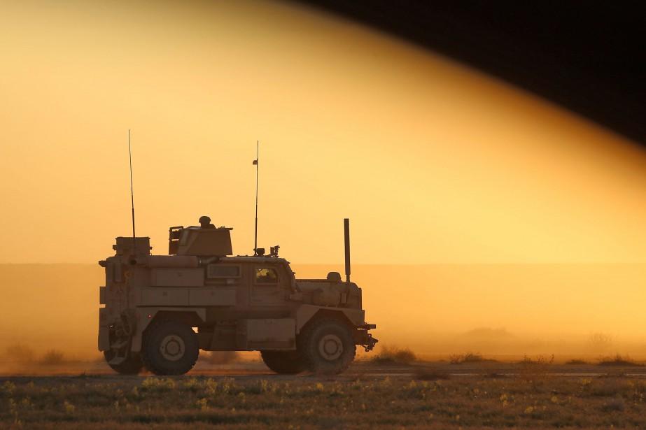 Un blindé américain est opéré par des membres... (PHOTO AFP)