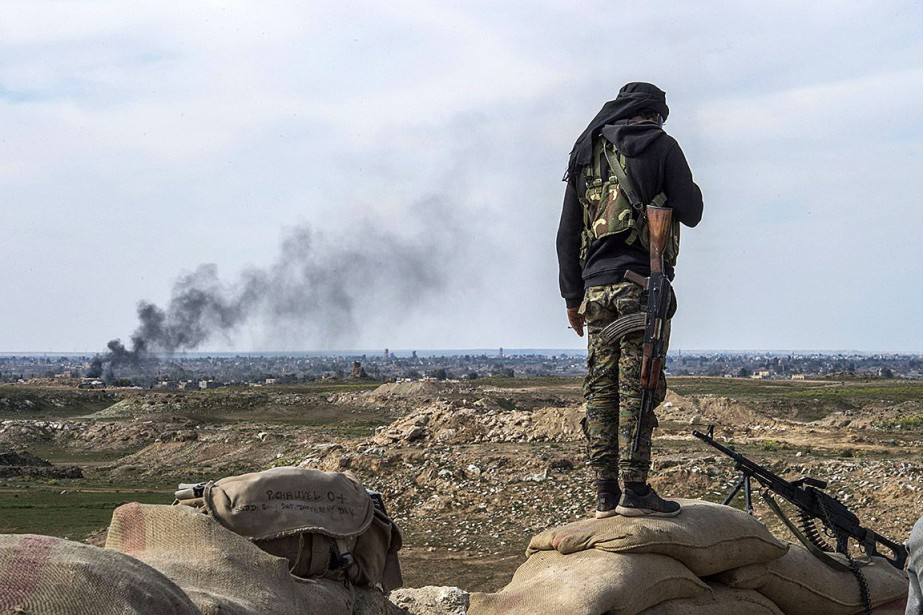 Un membre des Forces démocratiques syriennes participe à... (Photo FADEL SENNA, Agence France-Presse)
