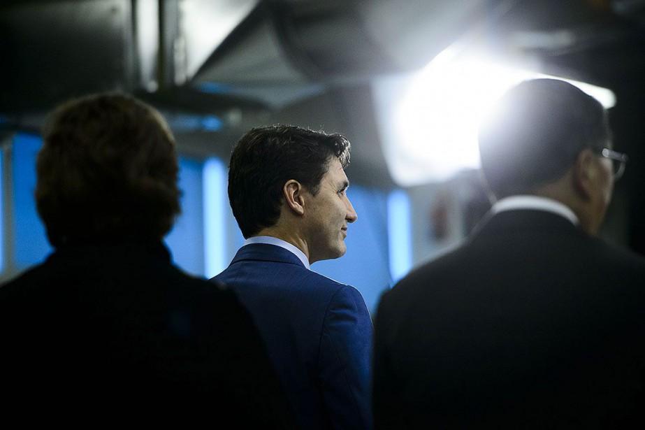 JustinTrudeau a remis jeudi un chèque de 40millions... (Photo Sean Kilpatrick, PC)