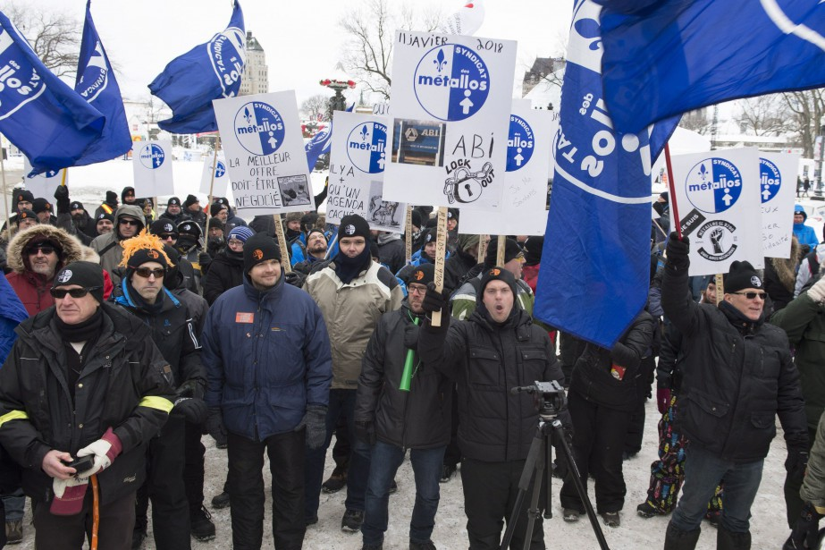 Un lockout des 1030 travailleurs, membres de la... (Photo Jacques Boissinot, archives La Presse canadienne)