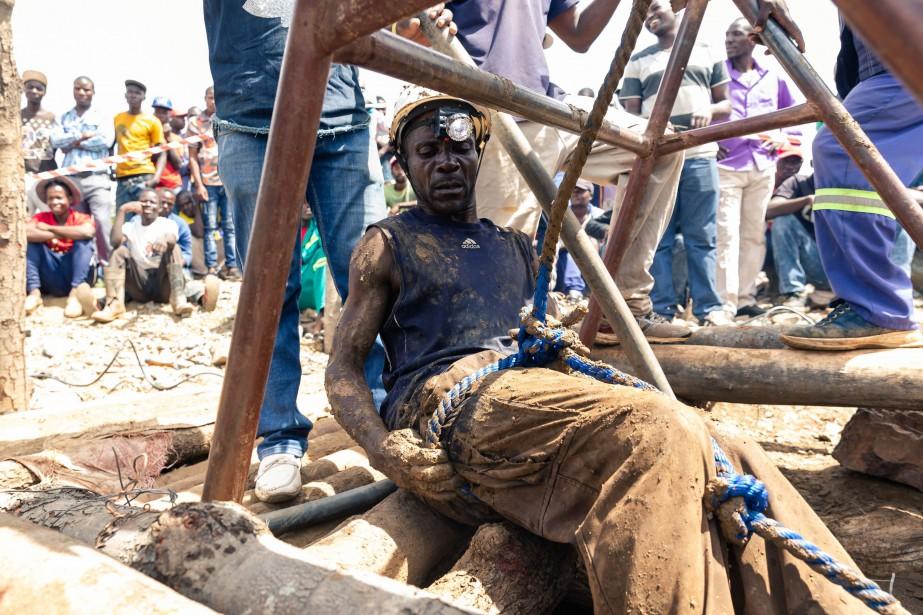 Le Zimbabwe abrite de nombreux minerais dans son... (Photo JEKESAI NJIKIZANA, Agence France-Presse)