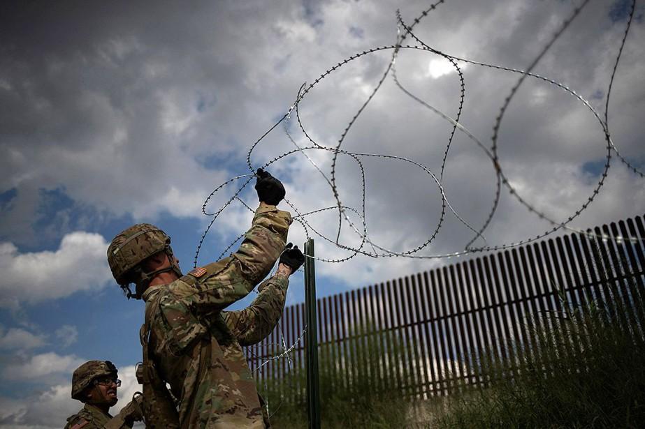 Des soldats américains déployés à Hidalgo, au Texas,... (Photo ADREES LATIF, archives REUTERS)