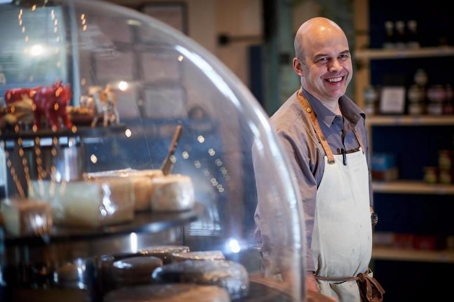 Le fromager Olivier Tourrette à côté de sa... (Photo André Pichette, La Presse)