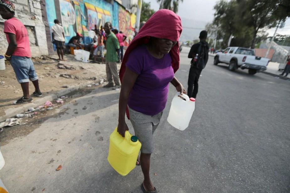 Les articles de première nécessité se raréfient et... (Photo Ivan Alvarado, Reuters)