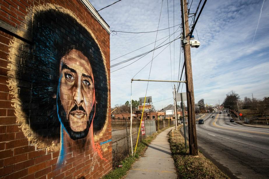 Une murale repprésentant Colin Kaepernick à Atlanta.... (Photo Ron Harris, AP)
