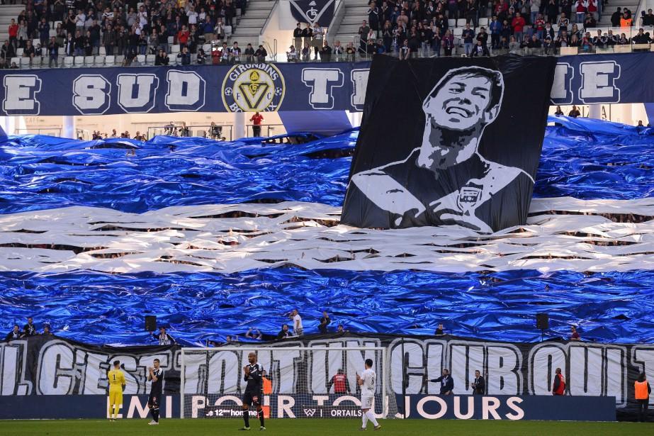 Les supporters de Bordeaux avec un tifo en... (Photo NICOLAS TUCAT, AFP)