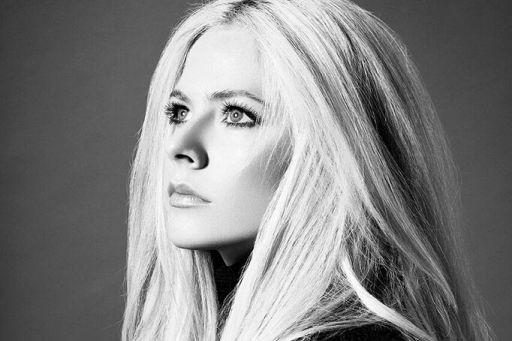 Avril Lavigne prend la pose pour son nouvel... (Photo fournie par BMG)