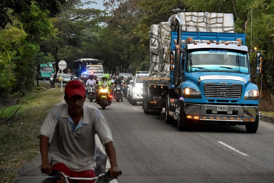 Des camions transportant l'aide humanitaire à Cucuta, en... (PHOTO AFP)