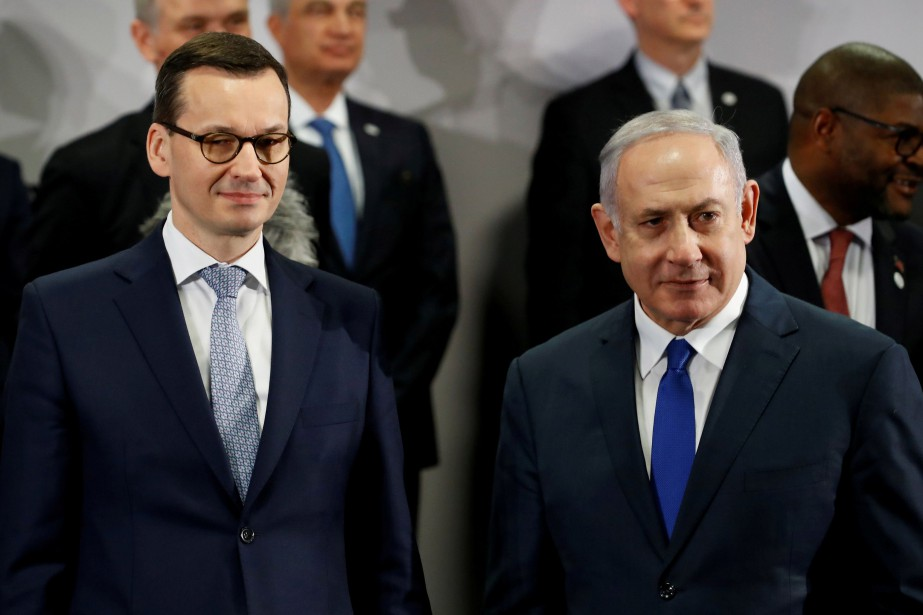 Le premier ministre polonais Mateusz Morawiecki et son... (PHOTO REUTERS)
