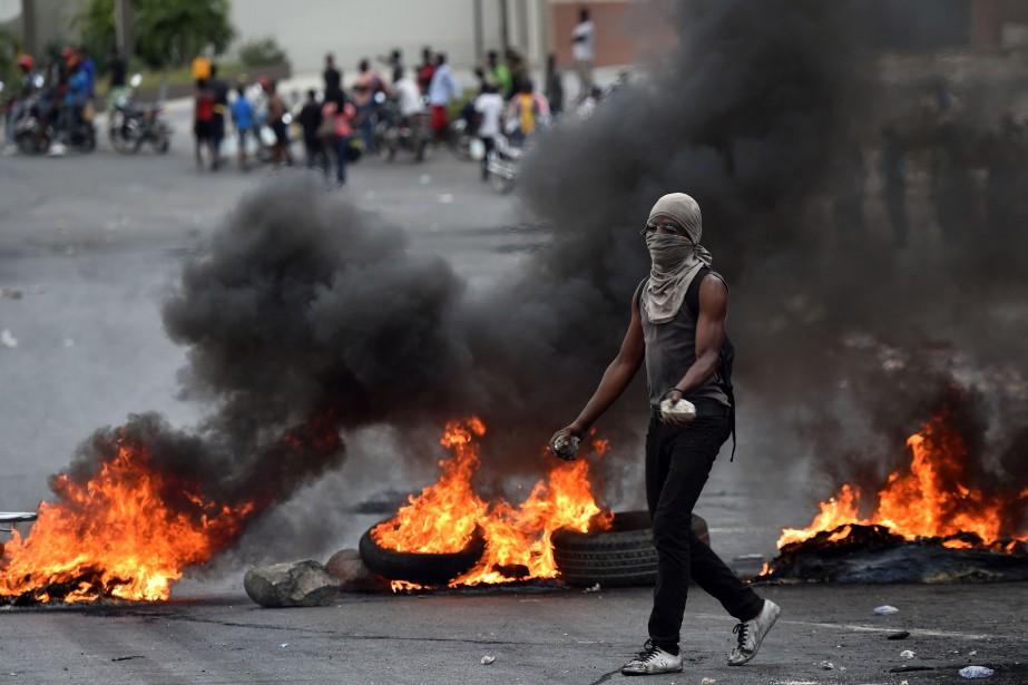 Le pays est plongé dans une crise socio-politique... (PHOTO AFP)