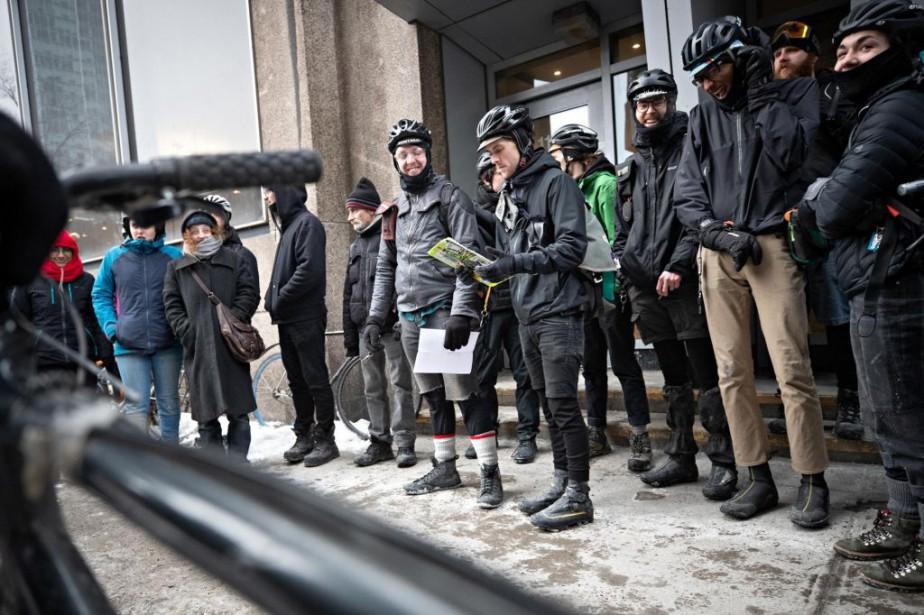 Une quarantaine de personnes ont manifesté hier matin... (Photo PatrickSanfaçon, La Presse)